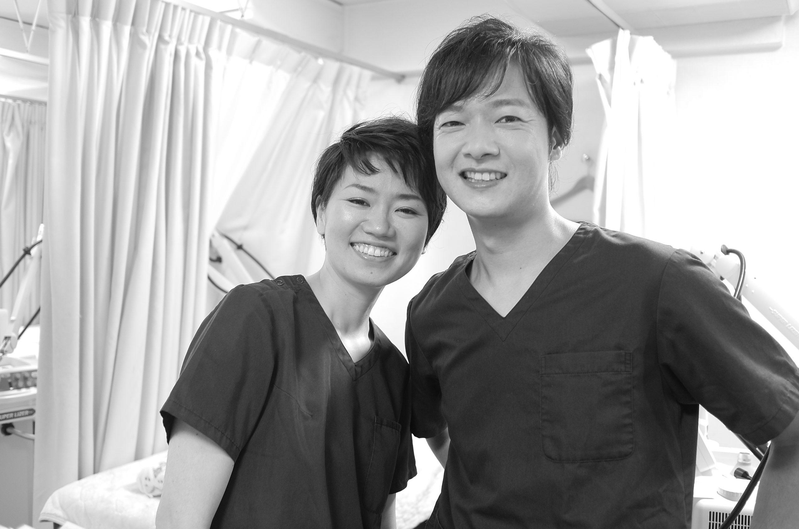 遠藤彰宏真紀子の二人のモノクロ写真